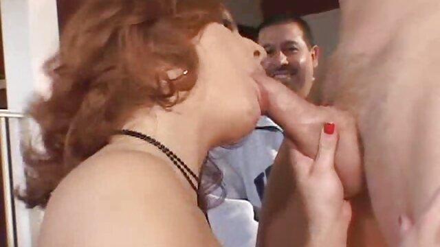 Miúda de pele de Marta por filme pornô brasileiro bem gostoso Dinheiro fodida por uma pick-up na mesa da cozinha
