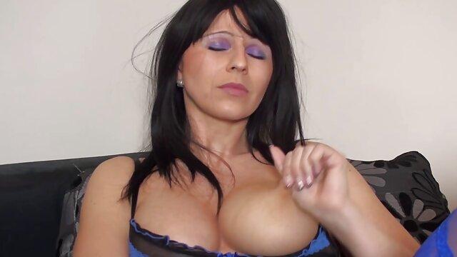 Fodeu uma melhores vídeos pornôs brasileiros miúda no primeiro encontro e veio-se na vagina.