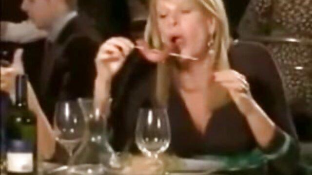Babe faz um video sexo nacional vídeo da esposa com duas tesão da Craigslist