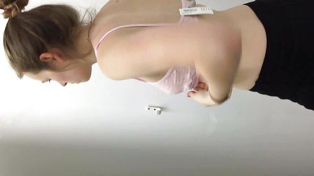 A grávida de Ebony rasga video porno nacional antigo este pau com força.