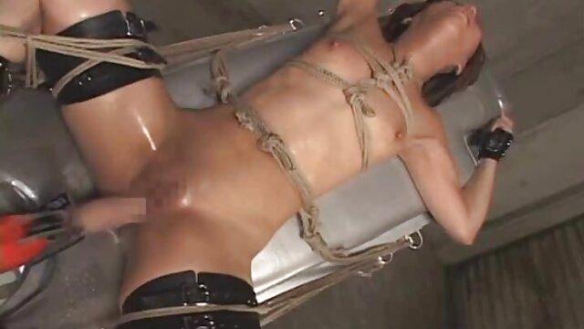 Francesca Dicaprio video erotico nacional fala italiano sujo enquanto Rocco faz exercício.