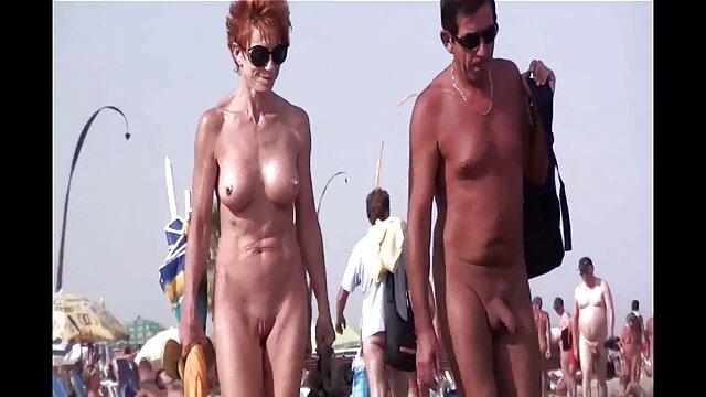 O fantoche porno gratis nacional tira o telemóvel enquanto a mulher chupa uma pila grande de um ébano.