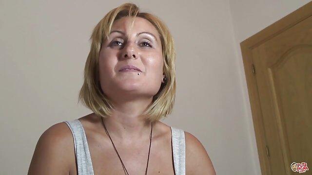O vídeo pornô nacional amador careca fodeu o busty surdo com uma tatuagem na rata